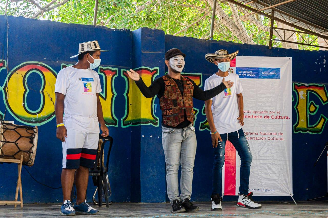 Acto de mimos en el espectáculo cultural